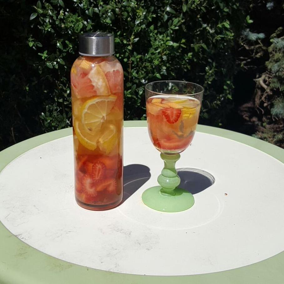 HydrateinstyleGrapefruitStrawberryWater