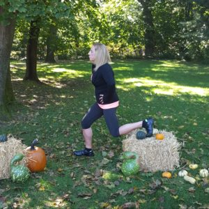 follow-phyllis-fall-fitness-lunge