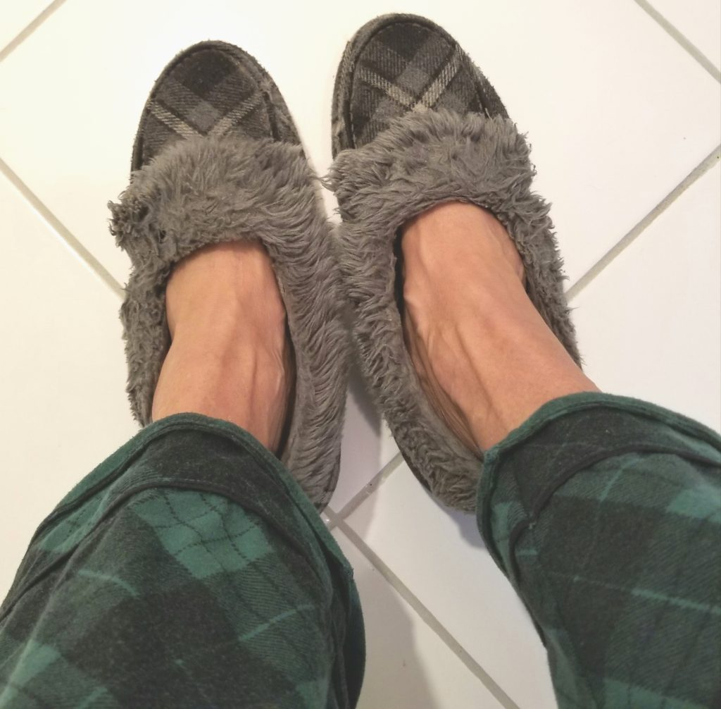 3 FALL FASHION LOOKS SLIPPERS AND PJs - followPhyllis