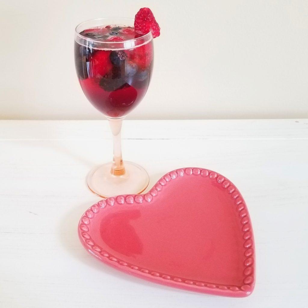 4 GUILTLESS COCKTAILS - Berry Wine Spritzer - followPhyllis