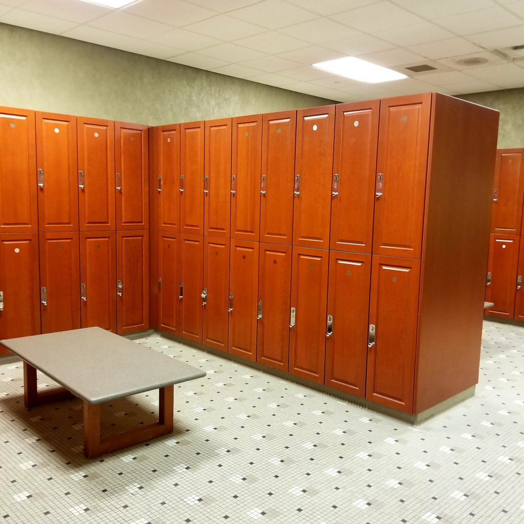 5 WAYS TO CHOSE THE RIGHT GYM FOR YOU locker room - folowPhyllis