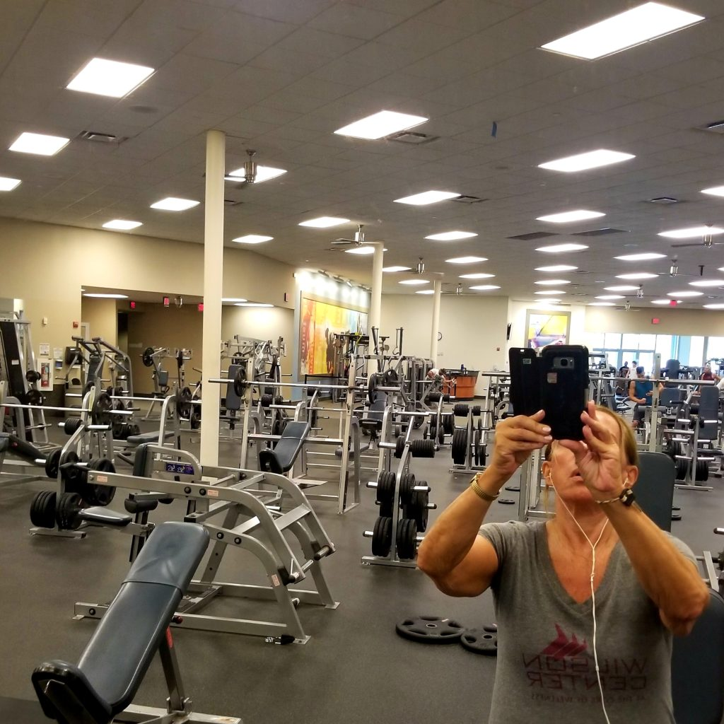 5 WAYS TO CHOSE THE RIGHT GYM FOR YOU me and equipment - followPhyllis