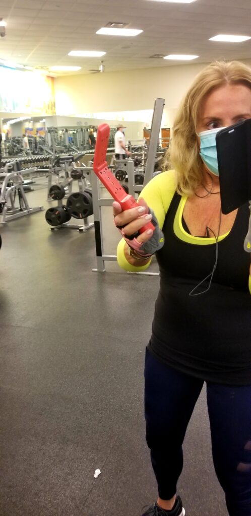 How to Stay Safe at the Gym During Covid 4 - followPhyllis